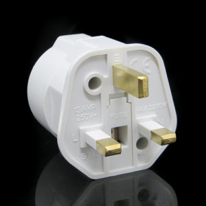 White Black 250V 13A Fuse European Germany Schuko Socket to 3 Pin UK AC Power Plug Travel Adapter Adaptor Plug pictures & photos