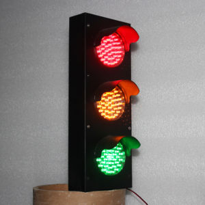 Mini 100mm Red Yellow Green Parking Lots LED Traffic Light pictures & photos