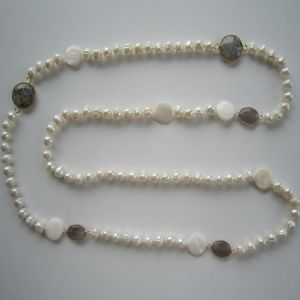 Long Freshwater Pearl Necklace with Shell and Gemstone pictures & photos