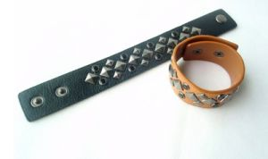 Retro Black Leather Bracelet with Willow Nail Jewellery pictures & photos