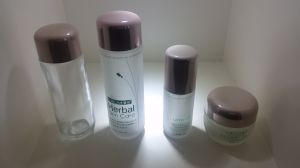 Qf-A3979 High Quality Cosmetic Bottle pictures & photos