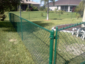 Chain Link Fence with Razor Wire on Top pictures & photos