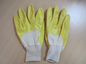 Nitrile Coated Interlock Gloves pictures & photos