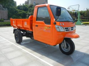 Waw Chinese Diesel Motorized Cargo 3-Wheel Tricycle with Cabin pictures & photos