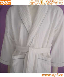 Luxury 100% Microfiber Hotel Bathrobe (DPFMIC15) pictures & photos