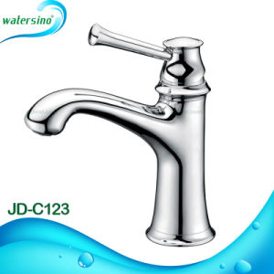 Chrome Finish Eco-Friendly Bathroom Faucet with 7 Years Guarantee pictures & photos
