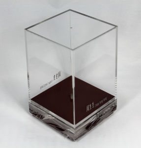 Customize Clear Acrylic Display Box with Lock pictures & photos