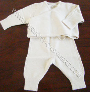 Cashmere Knitted Baby Set Without Buttons pictures & photos