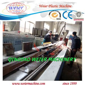 2015 Newly WPC Decking Profile Line pictures & photos
