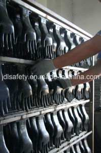 Cut Resistant Safety Gloves Coated with PU (PD8022) pictures & photos