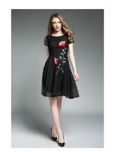High-End Black Lace Sleeveless Mesh Embroidery Flower Girl Dress pictures & photos