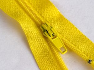 High Quality Nylon Zipper, China Wholesale Nylon Zipper for Garments pictures & photos