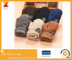 Children ′s Personalized Knitted Warm Gloves with Hanging Neck pictures & photos