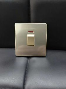 British Standard Stainless 25A Dp Wall Switch pictures & photos