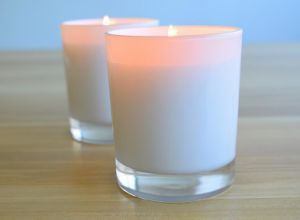 Customizable Scented Black Glass Candle pictures & photos