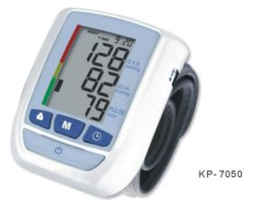 Multi-User Wrist Watch Kp-7050 Blood Pressure Monitor Specification Supply OEM and ODM Ce Certificated Blood Pressure pictures & photos