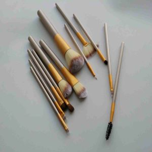 Oval Makeup Brushes for Professional Makeup Artist pictures & photos