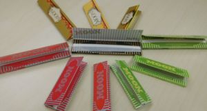Same Quality with Smoking/ Offer OEM 13 GSM Mixed Flax and 14 GSM Rice Rolling Papers pictures & photos