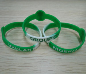 Custom-Made Color Printed Logo Silicone Wristband pictures & photos