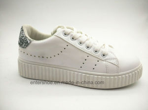 Injective Skateboard Walking Shoes for Women (ET-JRX160111W) pictures & photos