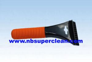 High Quality Plastic Car Window Ice Scraper (CN2111) pictures & photos