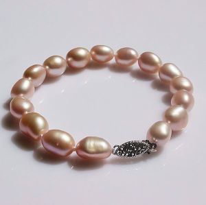 AAA Quality Natural Baroque Freshwater Pearl Bracelet (EB1603) pictures & photos