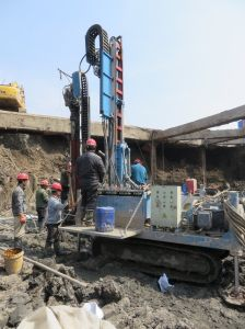 Crawler Mounted Anchor Drilling Rig Rock Layers Casing Pipe Full Hydraulic Depth of 130-170m 170 Circles Every Minute pictures & photos