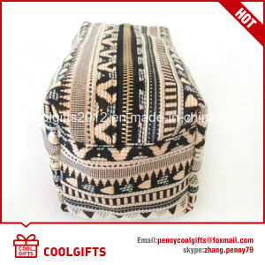 2017 Factory Wholesale Cosmetic Makeup Bag with Geometry Pattern pictures & photos