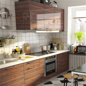 Custom Made High Glossy Modern Kitchen Cabinet pictures & photos