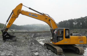 XCMG Excavator XE260C with 26t Operating Weight pictures & photos