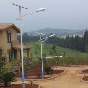 Complete 3 Years Warranty IP66 30W LED Solar Street Light with Pole pictures & photos