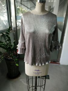 Spring Shiny Pleated Plain Falbala Sleeve Ladies Tops pictures & photos