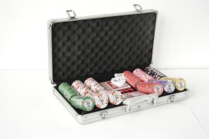 300PCS Poker Chip Set in Round Corner Aluminum Case (SY-S59) pictures & photos