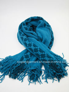 100% Acrylic Fashion White Warp Knitted Scarf with Fringe pictures & photos