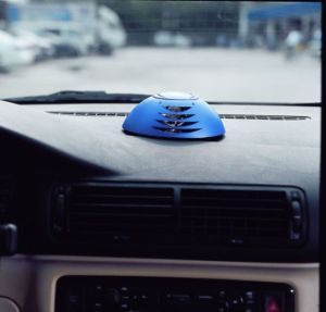 Anion Generator Portable Car Air Freshener with Ozone Generator pictures & photos