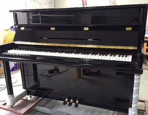 Piano Factory Black Polish Acoustic Upright Piano Hu-110e for Sale