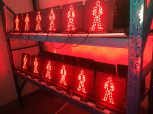 300mm Red & Green Pedestrian LED Flashing Traffic Light for Roadway Safety pictures & photos