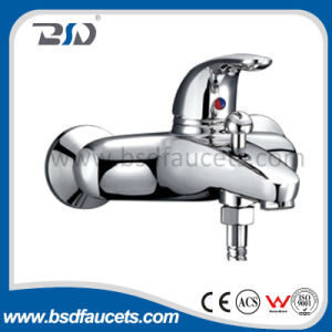 New Brass Chrome Swivel Spout Sink Kitchen Faucet Mixer Bsd-81605 pictures & photos