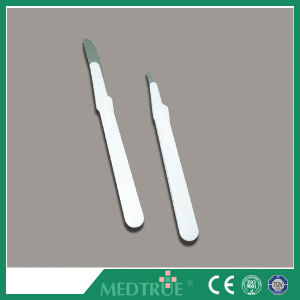 CE/ISO Approved High Quality Disposable Sterile Surgical Blade Steel Scalpel (MT58050001) pictures & photos
