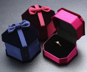 Flocking Lovers Ring Boxes with Bowknots (MB-011) pictures & photos