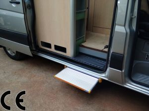 Electric Step Electric Sliding Platform CE Certificate Electric Ladder for Caravan pictures & photos