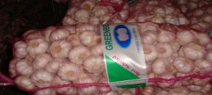 Mesh Bag Packing Normal White Garlic (5.0 Cm and up) pictures & photos