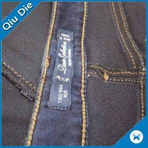 Custom Light Color Computerized Woven Fabric Labels Clothing pictures & photos