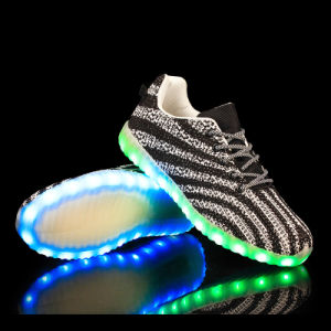 Yeezy Sneakers Light up Adult Shoes Wholesale Men LED Flash Casual Shoes pictures & photos