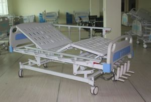 CE Certificate Four Cranks Manual Hospital Bed (SK-MB101) pictures & photos