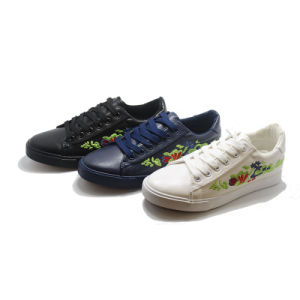 Inwrought Flower Vulcanization Injection Casual School Women Shoes pictures & photos