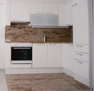New Design High Gloss Lacquer Wooden Kitchen Cabinets (M-L58) pictures & photos