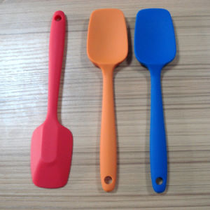 Colorful Heat Resistant Silicone Spatula/Brush Scraper of Baking Tools pictures & photos