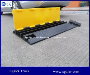 Black and Yellow Small Type 3 Channels Rubber Outdoor Events Cable Ramp Cable Protector pictures & photos