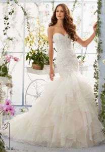 Organza Bridal Ball Gown Sweetheart Tiered Lace Wedding Dress Mrl5409 pictures & photos